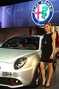 Alfa Romeo Mito e hostess al Salone di Parigi 2016