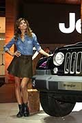 Jeep Wrangler e hostess al Salone di Parigi 2016