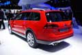 Volkswagen Golf Alltrack red retrotreno al MondiIal de l´Automobile 2014 di Parigi