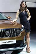 Hostess Kia Sorento al Salone di Parigi 2014