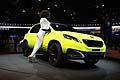 New Peugeot 2008 Concept con hostess al Paris Motor Show 2012