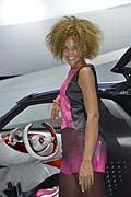 Girls stand Smart al Salone Internazionale dell�Automobile di Parigi 2012
