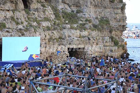 Tuffi a Polignano - Red Bull Cliff Diving 2016 reply tuffi ad alta quota a Polignano a Mare (Bari)