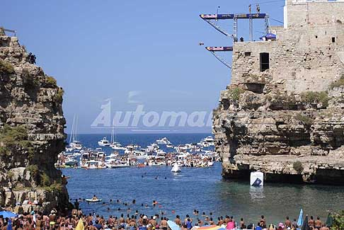 Tuffi alta quota Polignano a Mare - Red Bull Cliff Diving World Series 2016 tuffi da 21m gara femminile a Polignano a Mare
