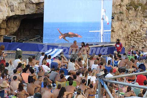 Tuffi alta quota Polignano a Mare - Tuffo finale Lysanne Richard da 21m al Red Bull Cliff Diving World Series 2016 a Polignano a Mare