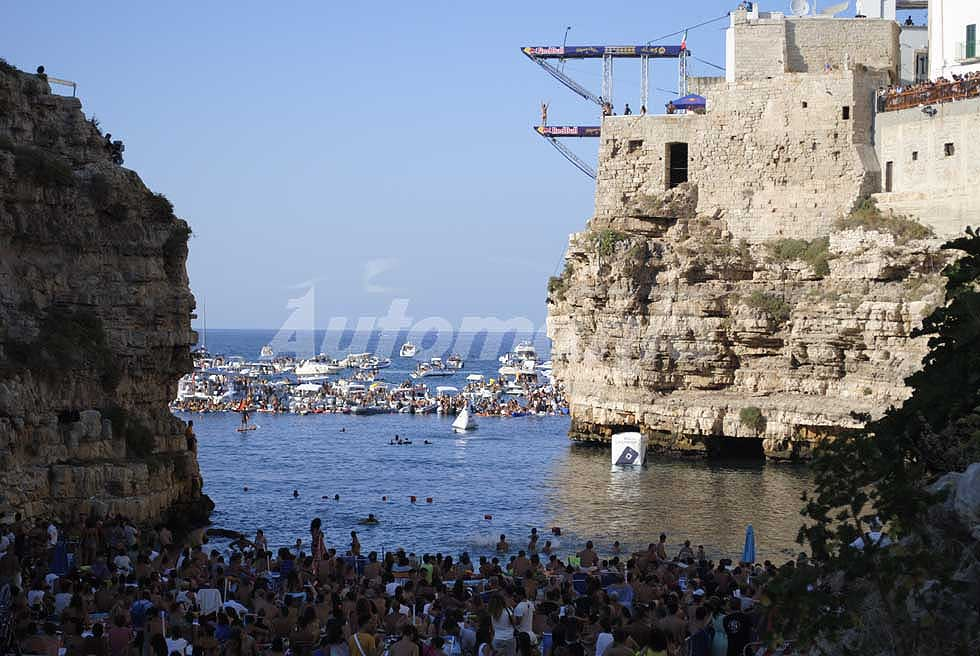 Tuffi alta quota Polignano a Mare - Rhiannan Iffland sul trampolino a Red Bull Cliff Diving Words Siries 2016 a Polignano a Mare