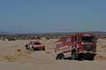 Dakar 2014 stage 5 atmosfere il Truck Man socorre auto in panne