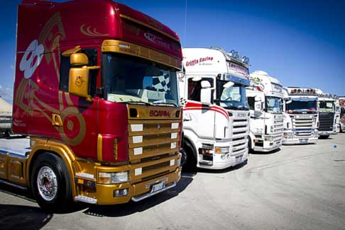 Trucks - Camion tuning  a BInetto presso all´Autodromo del Levante