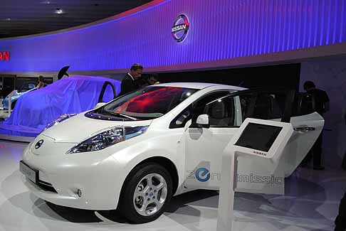 Nissan - nissan leaf salone laterale bianca